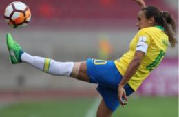 Seleção feminina perde para Inglaterra