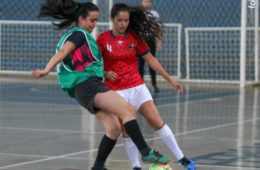 Disputa do futsal feminino no JUU
