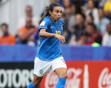 Marta fez o primeiro gol do Brasil, na derrota para a Austrália