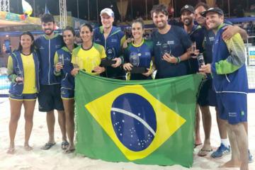 Alex Mingozzi junto com a seleção brasileira no Pan-Americano de Aruba